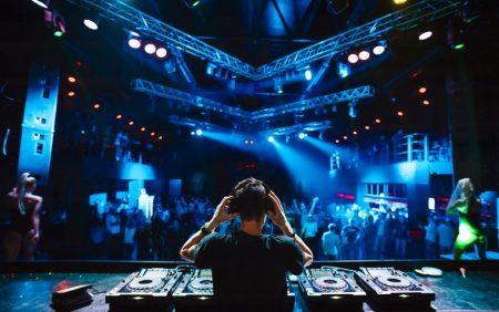 "Ausbildung zum ""Professional Disc Jockey"" bei Intercom Bildung und Beratung. © glazok - fotolia.com"